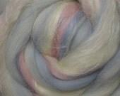 Merino Wool and Tussah Silk Blend Roving - Baby Pink - Grey - White - Spinning Fibers - Spinning Wool