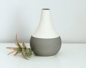 Porcelain Teardrop Vase Grey, Short Groove Vase in Matte Grey, Modern Pottery Vase, Textured Ceramic Bud Vase