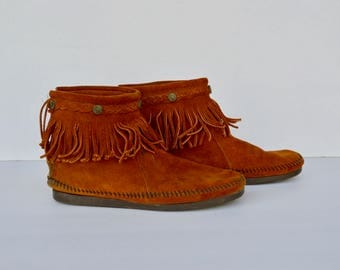 minnetonka short fringe suede brown booties / size 10.5
