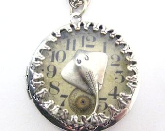 Stingray Under Glass Locket ,  Silver Steampunk Stingray Locket , Steampunk   Necklace, Victorian, Stingray,  One of  A Kind