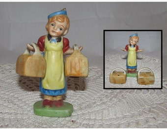Vintage Girl in Apron with Baskets Salt & Pepper Shakers Set, 40s, Made in Japan, Collectible, kitsch