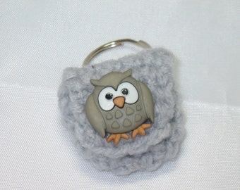 Crochet keychain Coin Cozy, coin holder, coin pouch, mini purse, coin purse, ring holder  -Light Grey with Owl Button