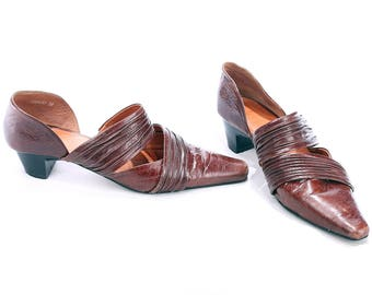 Pointed Flat Shoes 90s Brown Leather Bohemian Sandals Crinkled Two Strap Summer Shoes Open Slides Stable Cuban Heel US wom 7 UK 4.5 EUR 37.5