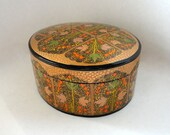 "Vintage 6 3/4"" Oval Kashmir Paper Mache Lacquered Trinket Box Gold Green Black Leaf Orange Berry Hand Made Painted Large Treasure Valet Tea"