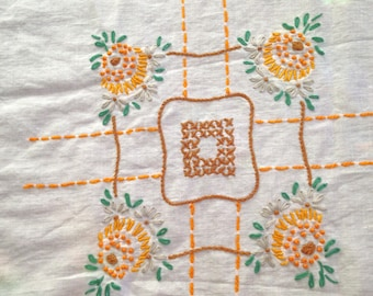 Vintage Tablecloth Embroidered Cotton Tablecloth 70s *