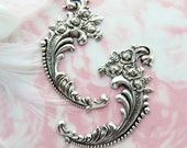 ANTIQUE SILVER * (2 Pieces) Victorian Floral Rose Flower Flourish Scroll Ornate Corner Stampings ~ Jewelry Ornament Findings (E-451)