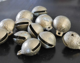 Accessories - A set of 12 small brass bells / brass balls / ball bead - 7018