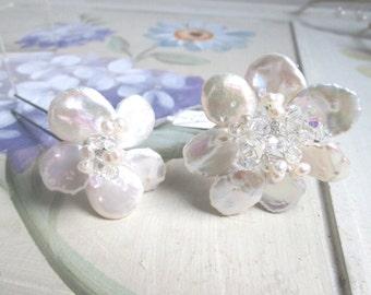 Bridal hair accessories/ wedding hair accessories/ bridal hairpins/ wedding handmade coin shaped freshwater pearl and crystal hairpins