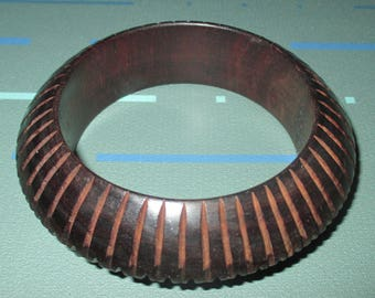 Last Call......Vintage MOD Carved Striped Wood Bangle Bracelet