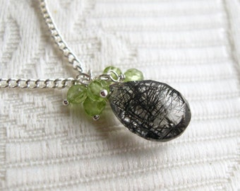 Tourmalinated quartz briolette with peridot bead cluster pendant necklace (Chamberlin)