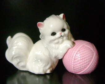 Persian Cat/Ball of Yarn Salt & Pepper Shakers - Norcrest Japan - 1950s