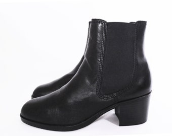 90's black leather CHELSEA BOOTS // chunky heel ankle boots // slip on boots // women's size 6