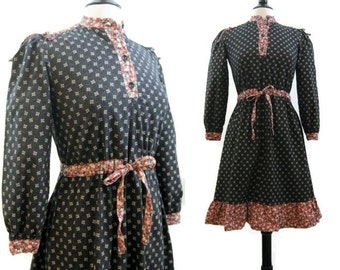 Vintage 70s Dress Hippie Prairie Calico Dirndl Day Dress S - M