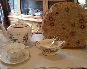 Lovely Golden Damask English Tea Cozy