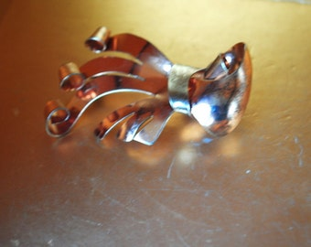 Mod vintage 50s sterling silver with a rose gold vermeil , abstract bow, hand made brooch. 20 gr.