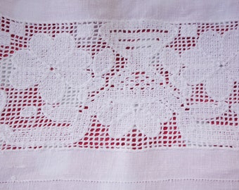 vintage crisp white lace insert tablecloth 44x44 inches