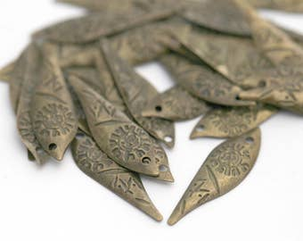 Antiqued Bronze Lead Free Leaf Pendant Charms Findings 20mm (20)