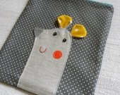 Mousy pouch on grey dots