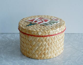 rose woven box, chinese woven basket box, geometric red rose design, jewelry, cosmetic bathroom storage, vintage storage container, round