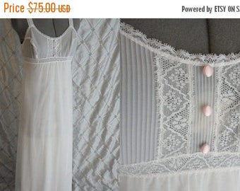 VINTAGE SALE Vanity Fair // Vintage 50's 60's Vanity Fair White Chiffon Nightgown Lace Lacy Size 32 S really pretty beautiful condition