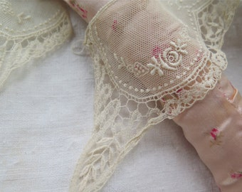 Antique Lace Collar Embroidered Tulle and Schiffli Lace in Ivory