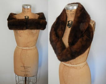 Mink Fur Stole / 1950s small shawl / dark brown collar