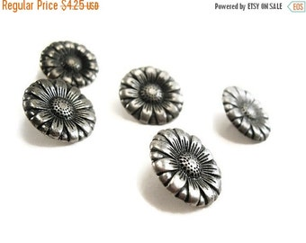 ON SALE 5 Silver Shank Sewing Buttons Carved Flowers 17mm (BM101)