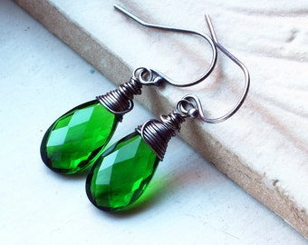 "Green Quartz Earrings on Oxidized Sterling Silver - ""Amazonia"" by CircesHouse on Etsy"