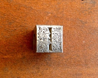 Vintage Metal PRINTERS BLOCK - Ornate Storybook Style Letter  I