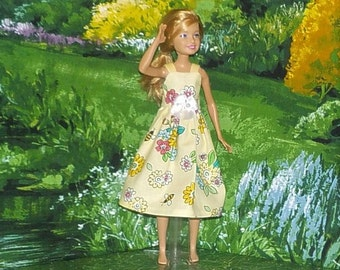 STCE1-86) Stacie doll clothes, 1 pretty dress
