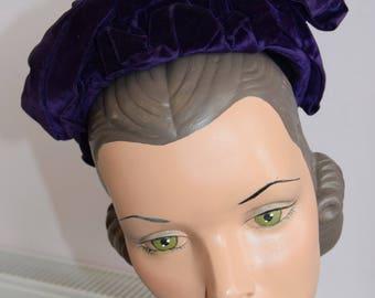 Adorable 1940's Hat with purple velvet trim