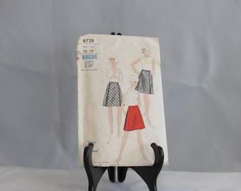Womens  Vintage 1960S  Vogue Skirt Pattern Siz  Waist 28 Hip 38 style 6729 Mod Mad Men Chic