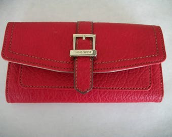 Nine West Checkbook  Wallet  Clutch  Red Pebble  Leatherette Trifold Like new