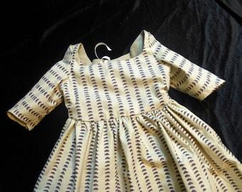 Child's Gown in Williamsburg cotton, 18th Century, Size 18 months