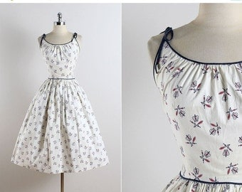 30% SALE Vintage 50s dress | vintage 1950s dress | royal crown novelty print small | 5773