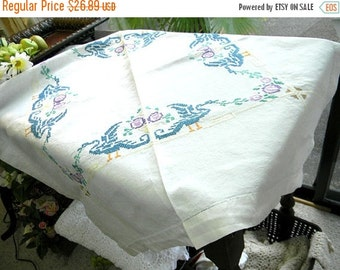 Small Vintage Tablecloth Table Cloth - Embroidered Linen 7219