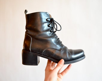 Vintage 1990s LEATHER ankle boots / 7