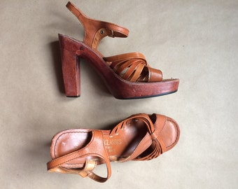 WEEKEND SALE ! gorgeous vintage 1970's stacked heel sandal / womens shoes / strappy sandal / womens size 5 1/2