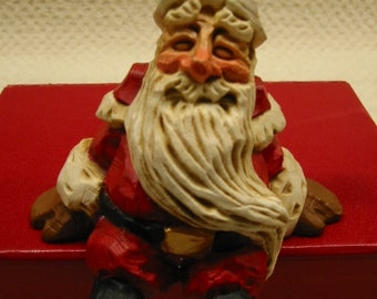 vintage David Frykman 1995 Christmas Collection figurine . . Santa Shelf Sitter . . DF1025 . . retired . . excellent condition . . CUTE