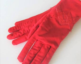 40% OFF SALE Vintage Bright Red Driving Gloves / Woman's Winter Insulated Padded Wrist Gloves