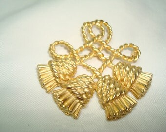 1992  Golden Rope Twisted Tassel Pin.