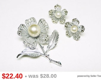 Sarah Coventry Flower Set - Brooch & Earrings Demi Parure - Silvertone with Pearl Beads - Rhinestone Flowers - Five Petal