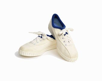 Vintage 80s Canvas Sneakers in Ivory White & Navy / White Tennis Shoes - women's 6