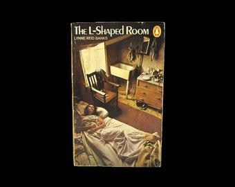 1970s Penguin Paperback. The L-Shaped Room, by Lynne Reid Banks. Christopher Ridley. Fiction. Vintage. Book.