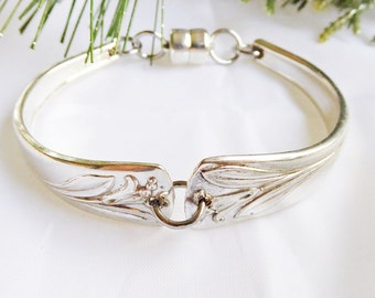 Spoon bracelet,  Magic Lily pattern from 50's. Magnetic closure and free gift box
