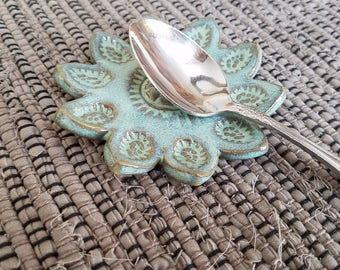 Flower Petals Mini Spoon Rest Green Tan Miniature Coffee Tea Bag Holder