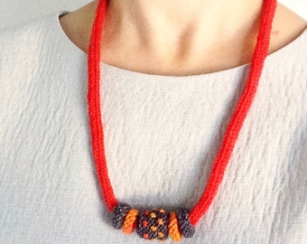 Textile jewelry necklace with knit beads