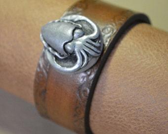 Cuttlefish Bracelet with Scroll Border