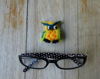 Owl brooch/Needle Felted Baby-owl brooch /Animal Sculpture Brooch / Made to order/Custom Miniature Sculpture of your pet