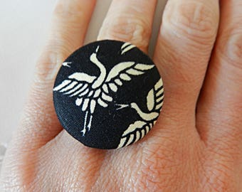 Adjustable ring, black fabric with bird
